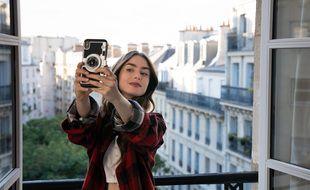 """Lily Collins dans """"Emily in Paris""""."""