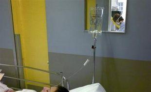 L'Amuf (urgentistes) a maintenu mercredi son appel à une grève des soins non urgents jeudi, au contraire des anesthésistes-réanimateurs qui ont décidé de lever leur préavis, après la signature d'un accord sur le rachat des RTT à l'hôpital.