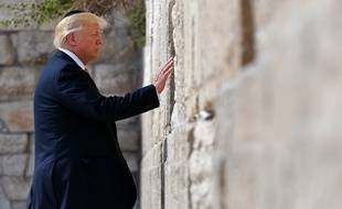 Donald Trump lors de sa venue à Jérusalem s'est rendu au mur des Lamentations, le 22 mai 2017.