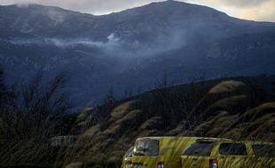 Vue d'un incendie s'éteignant à Pietracorbara en Corse le 10 février 2020, lors de la tempête Ciara