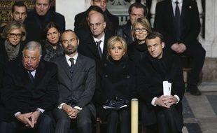 Gérard Larcher, Edouard Philippe, Brigitte et Emmanuel Macron le 9 décembre 2017 lors de la messe en hommage à Johnny Hallyday à Paris.