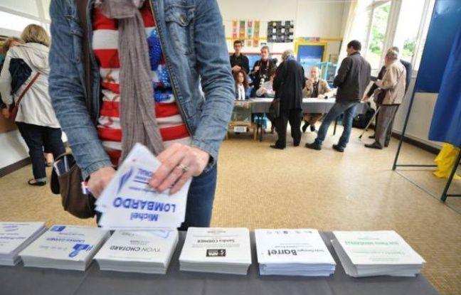 Le taux de participation au premier tour des élections législatives en métropole atteignait 48,31% dimanche à 17H00, selon le ministère de l'Intérieur, en baisse par rapport au premier tour des législatives de 2007 à la même heure (49,28%).