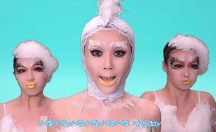 Capture d'écran du clip de la chanson «Chick Chick», de Rong Rollin Wang.