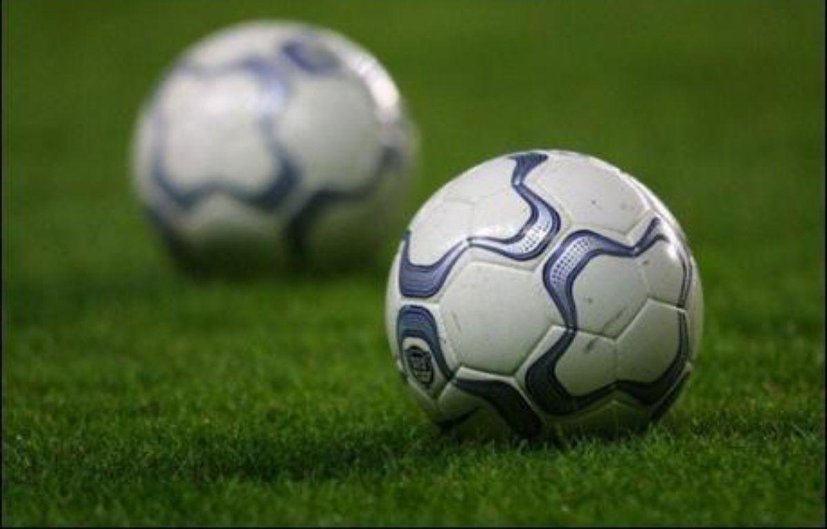 Un Britannique de 49 ans, ex-maire d'une petite ville du Pays de Galles surpris en train d'arbitrer un match de football alors qu'il percevait des allocations pour handicap moteur, a été condamné lundi à quatre mois de prison avec sursis et 200 heures de travaux d'intérêt général. – Jacques Demarthon AFP/Archives