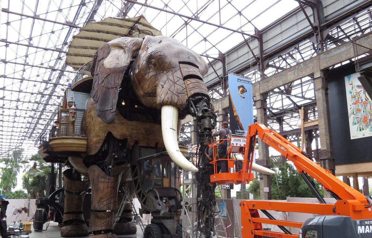 Des travaux d'entretien sur l'éléphant des Machines de l'île. – F.Brenon/20Minutes