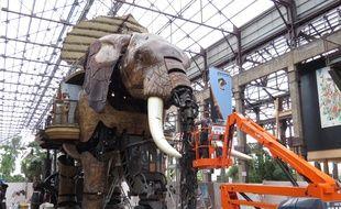 Des travaux d'entretien sur l'éléphant des Machines de l'île.