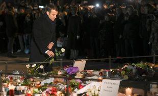 Emmanuel Macron se recueille à Strasbourg, sur les lieux de l'attaque.