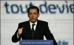 """Nicolas Sarkozy, plébiscité dimanche par l'UMP pour porter les couleurs du parti à la présidentielle, s'est immédiatement tourné """"vers tous les Français"""", en affirmant vouloir être """"le président de la France réunie""""."""