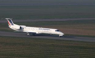 Illustration sur l'aŽroport international de Lille - Lesquin. Ici un avion de la compagnie Air France à l'atterrissage.