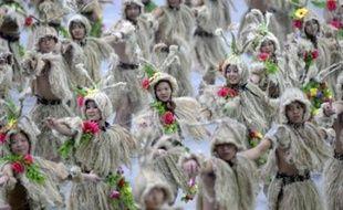 Des spectacles de danse en costumes de toutes les provinces chinoises lors de la cérémonie d'ouverture des jeux Olympiques, de 2012, à Pékin (Photo illustration).