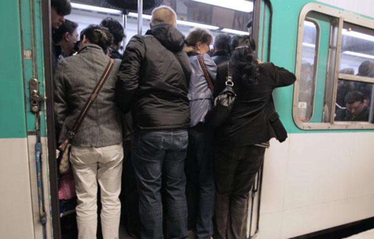Un jeune homme de 24 ans est mort, traîné par le métro, mercredi soir vers 23h à la station de métro La Motte-Picquet-Grenelle (15e) – J. DEMARTHON / AFP