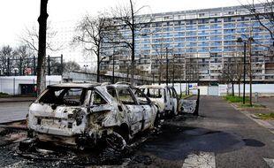 Photo d'illustration de voitures brûlées, en mars dernier à Bron (Rhône).