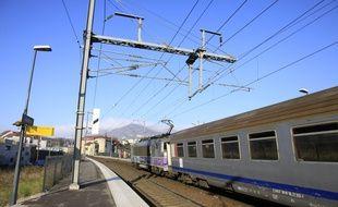 Illustration train TER, SNCF. Voiron, FRANCE - 29/12/2014/VILAXAVIER_11804/Credit:XAVIER VILA/SIPA/1412311136
