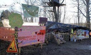 Un campement dressé par les opposants au projet du Center Parcs de Roybon (Isère), le 23 décembre 2014