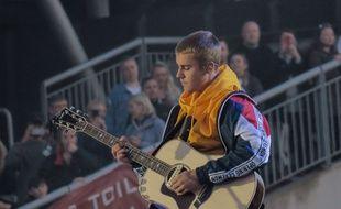 Justin Bieber s'est fait jeter une bouteille d'eau à la figure à Stockholm
