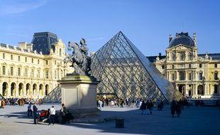 Illustration de la Pyramide du Louvre.