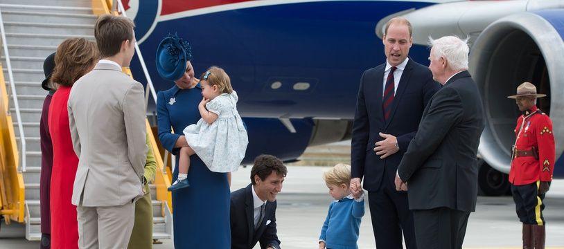 Le Premier ministre canadien Justin Trudeau accueille la famille royale le 24 septembre 2016 à Victoria en Colombie Britannique au Canada. JONATHAN HAYWARD / AFP