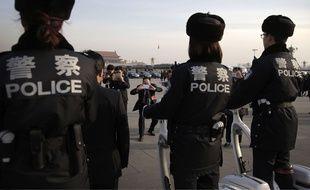Des policiers chinois à Pékin, le 12 mars 2015.