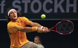 Le tennisman argentin Juan Monaco, lors d'un match face à Joachim Johansson, au tournoi de Stockholm, le 21 octobre 2009.