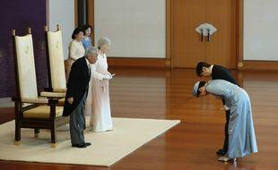 La princesse Masako et le prince Naruhito (à dr.) saluent l'empereur Akihito et l'impératrice Michiko au palais impérial, à Tokyo, le 24 février 2019.
