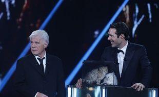 Nicolas Bedos et son père Guy Bedos pendant la cérémonie des Molières, le 2 juin 2014.