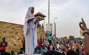 Une femme soudanaise, symbole des manifestations