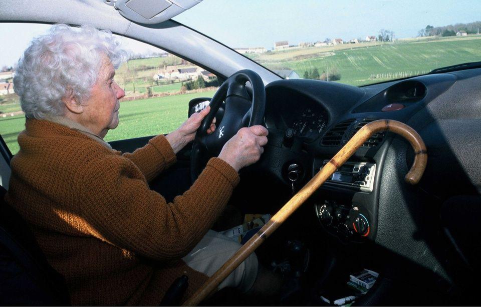 Il faut mieux contrôler tous les automobilistes, quel que soit leur âge 960x614_personne-agee-volant