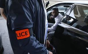 Un contrôle de police à l'aéroport Charles de Gaulle, fin juin.