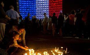 Des hommages aux victimes des attentats à Paris ont été rendu à Tel Aviv en Israël, le 14 novembre 2015