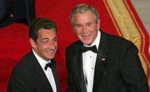 """Le président français Nicolas Sarkozy, qui a dit mardi vouloir """"reconquérir le coeur de l'Amérique"""", doit s'adresser mercredi au Congrès des Etats-Unis avant une réunion de travail avec son homologue américain George W. Bush qui l'a reçu à dîner mardi à la Maison Blanche."""