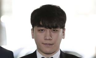 La star de  K-pop Seungri  à son arrivée au tribunal du district central de Séoul ce mardi.