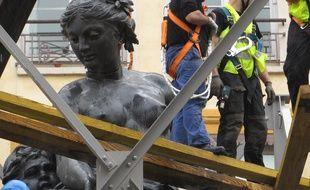Le fontaine des Terreaux a été entièrement rénovée et sera inaugurée le jeudi 22 mars à Lyon.