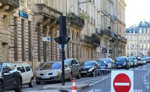 Illustration de restriction de circulation dans le centre-ville de Bordeaux.