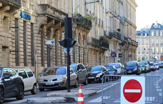La rue Esprit des Lois est interdite à la circulation dans le sens quais-Grand Théâtre, tous les jours de 14 h à 20 h 30 jusqu'au 26 décembre