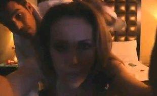 Capture de la fausse «sex-tape» d'Alyssa Milano pour alerter sur la situation en Syrie.