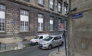 L'association Mémoires et Partages propose d'apposer des panneaux indicatifs près des rues qui portent le nom de personnages en lien avec l'esclavage.