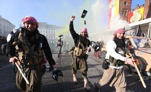 Des carnavaleux déguisés en jihadistes au carnaval d'Alost (Belgique) le 15 février 2015.