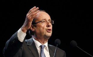 """Le candidat socialiste, François Hollande, a préconisé une taxe au niveau européen sur l'ensemble des transactions financières, y compris les produits dérivés, estimant que le projet du gouvernement souffrait d'un """"grave manque d'ambition""""."""