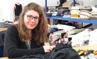 Vaulx-en-Velin, le 8 mars 2017 L'association Oasis d'amour a ouvert un atelier de coutures, confectionnant des pièces uniques et sur mesure, à partir de chutes de tissus, données par des industriels et fabriquants lyonnais.
