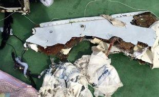 Une photo publiée sur Facebook de débris de l'avion MS804 le 21 mai 2016