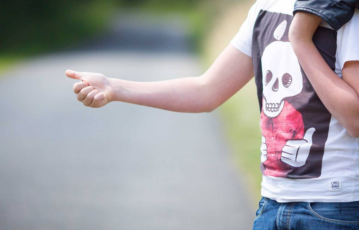 Illustration d'une personne faisant de l'auto-stop. – ISOPIX/SIPA
