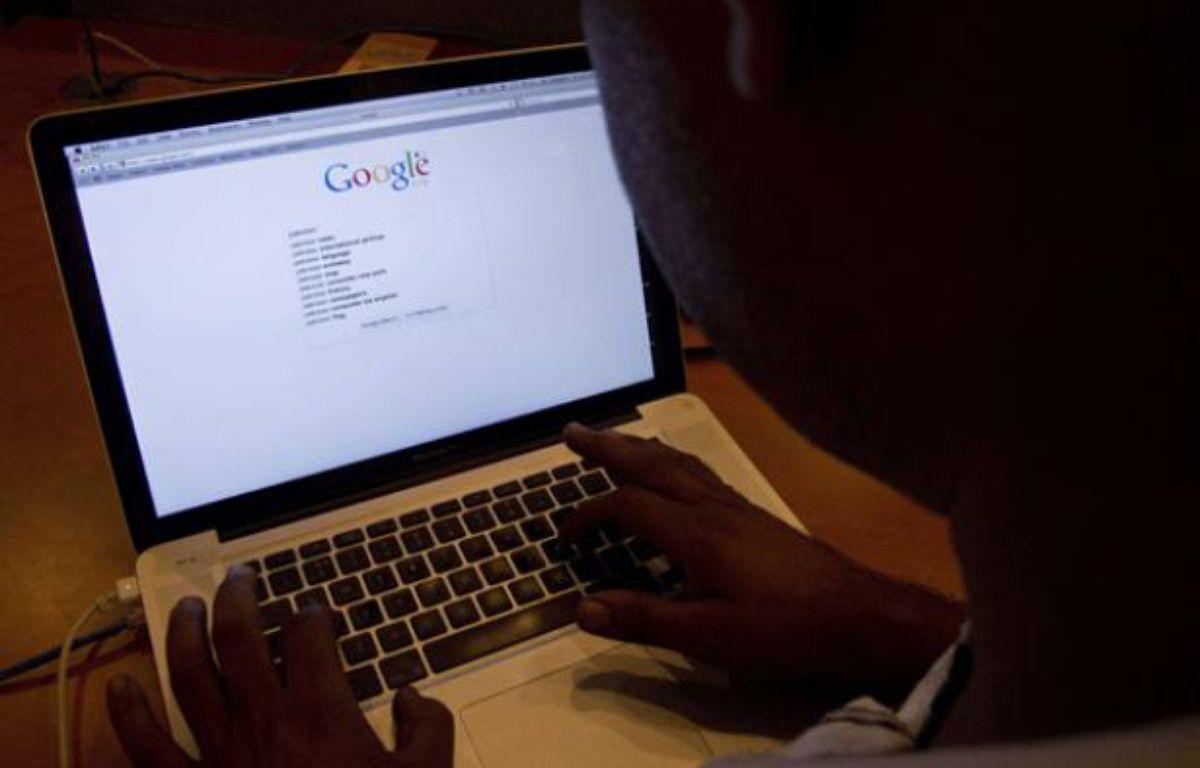 Un internaute fait une recherche sur Google. – B.K.Banagsh/AP/SIPA
