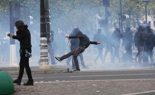 Plusieurs centaines de personnes avaient déjà manifesté dimanche 16 avril 2017 contre le FN à Aubervilliers (Seine-Saint-Denis)