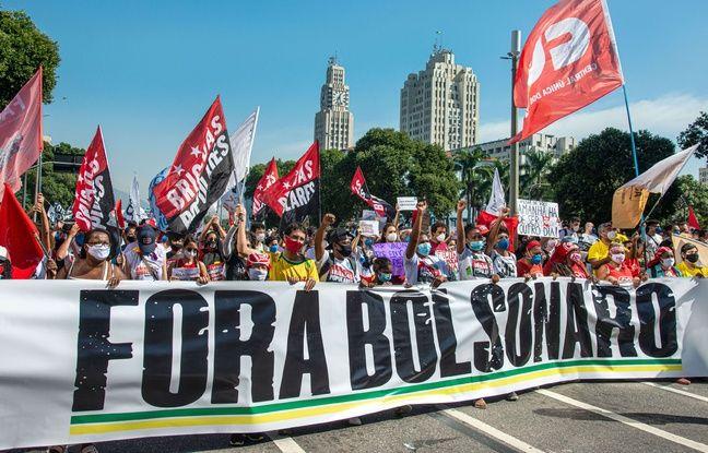 648x415 des manifestants defilent derriere une banderole dehors bolsonaro a rio de janeiro le 3 juillet