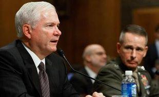 Le secrétaire américain à la Défense Robert Gates a demandé mercedi au Congrès près de 190 milliards de dollars pour financer les guerres en Irak et en Afghanistan en 2008, soit 42 milliards de plus que prévu.