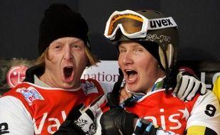 L'Américain Nate Holland a pris la tête du classement général de la Coupe du monde de snowboardcross au Français Pierre Vaultier grâce à sa victoire dimanche à Veysonnaz (Suisse), lors de la troisième manche de la saison.