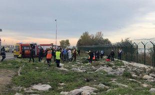Une voiture est tombée dans le fleuve Var, près de l'aéroport de Nice.