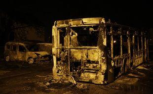 Des voitures et un bus incendiés à Beaumont-sur-Oise, le 23 novembre 2016.