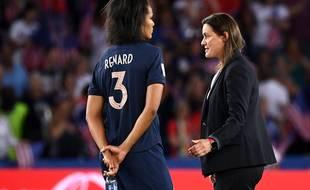 Wendie Renard et Corinne Diacre après la défaite en quart de finale de la Coupe du monde des Bleues face aux Etats-Unis, le 28 juin 2019.