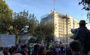 Les opposants au projet autoroutier de Grand contournement ouest après la décision du tribunal sur l'autorisation du début du chantier à Strasbourg.